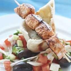 Laks Souvlaki med Gresk salat oppskrift.