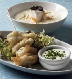 Prøv også Suppe med små grønnsaker og frityrstekte torsketunger med dipp.