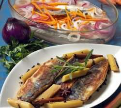 Bilde av Stekt makrell med krydderkokt rabarbra.