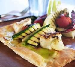 Steinbitpizza med grillede grønnsaker -(pizza bianco i Italia) oppskrift.