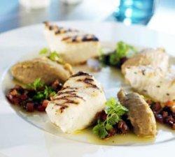 Grillet steinbit, auberginepuré og lun grønnsaksvinagrette oppskrift.