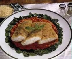 Panert torsk med paprika- og basilikumdressing oppskrift.