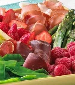 Prøv også Sommerfristelse med årets ferske poteter og bær.