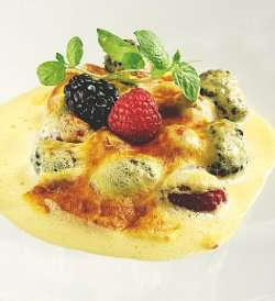 Sabayon-gratinert frukt og bær oppskrift.