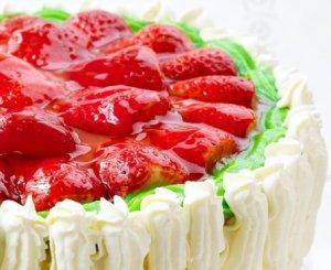 Prøv også Romkake med jordbærlokk.