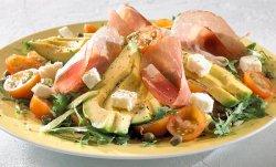 Salat med spekeskinke og tomater oppskrift.
