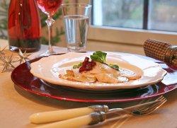 Bilde av Gravet, ovnsstekt kalkunfilet med ovnsbakte r�dbeter, valn�ttvinaigrette, friss�- og br�nnkarsesalat.