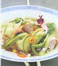 Bilde av Asiasuppe med agurk og chili.