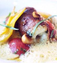 Fisk i Birkebeinerskinke og estragon, syltet tomat, appelsinkokt fennikel og safranskum oppskrift.