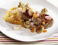 Karbonader med røstipotet og lettsyltede grønnsaker oppskrift.