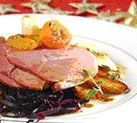 Prøv også Juleskinke med rødkål, råstekte poteter, glaserte aprikoser og persillerot.