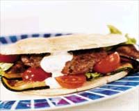 Prøv også Pitabrød med salat og dressing.