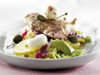 Svineschnitzel med avocado- og potetsalat oppskrift.