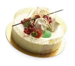 Les mer om Hvit sjokolademousse med pasjonsfruktkrem, bl�te sjokoladebunner og hvit glasur hos oss.