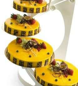 Prøv også Pasjonsfruktmousse med rørte bringebær og kokosdaquoise.