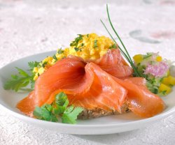 Prøv også Einerrøkt laks med bløt estragon-eggerøre.