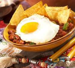 Huevos rancheros (Cowboy-egg) oppskrift.