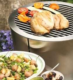 Bilde av Hel kylling p� grillen med potetsalat.
