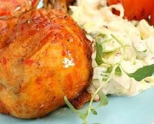 Kyllingklubber med rabarbraglaze og chilicoleslaw oppskrift.