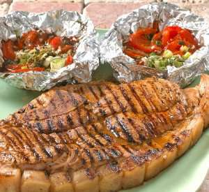 Pr�v ogs� Marinert flintstek med grillede gr�nnsaker.