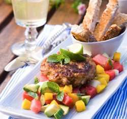 Prøv også Kyllingburger med tropisk salat.
