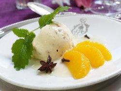 Prøv også Hjemmelaget krokanisparfait med marinerte appelsiner.
