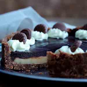 Prøv også Karamell- og sjokoladepai.