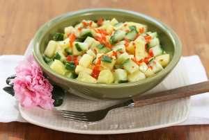 Agurk og ananas salat oppskrift.