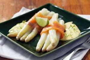 Hvit asparges med røkelaks oppskrift.