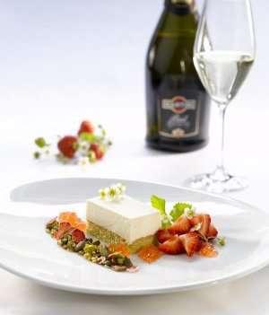 Prøv også Ostekake med Martini Brut og jordbær- og nøttemüsli.