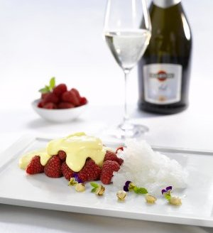Prøv også Friske bringebær med Martini Asti granite og sabayonne..