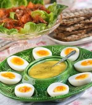 Prøv også Gravet laks med hardkokte egg og hjemmelaget sennepsaus.