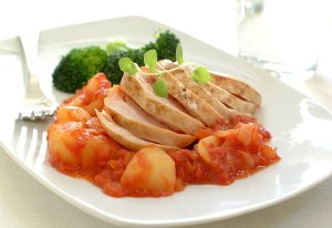 Prøv også Kyllingfilet med poteter i tomatsaus.