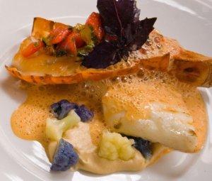 Prøv også Grillet piggvar og lettrøkt sjøkreps med blomkålkrem og sjøkrepssitrongresskum.