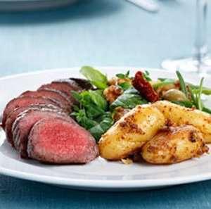 Prøv også Lammefilet med sennepspoteter og salat.