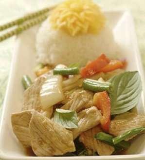 Prøv også Pad Ka Pao Moo - wokstekt svinekjøtt med chili og basilikum.