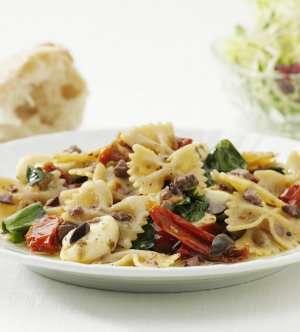 Prøv også Farfalle La Famiglia, Farfalle med tomater, oliven og mozzarella.