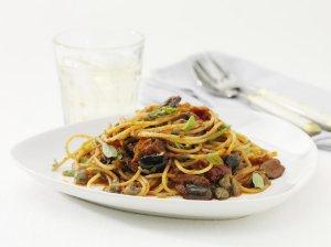 Prøv også Spaghetti med ansjosfilet og kapers i tomatsaus.