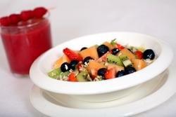 Sprek fruktsalat med müsli oppskrift.