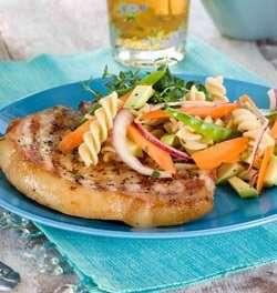 Prøv også Sommerkoteletter med sprø pastasalat.
