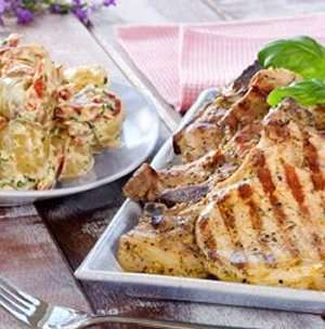 Nakkekoteletter med potet- og aïolisalat oppskrift.