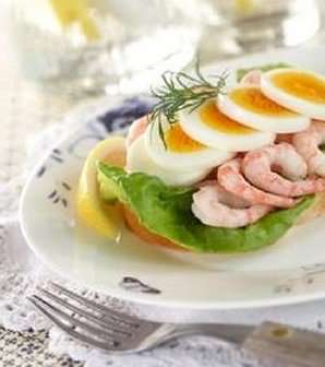 Prøv også Dansk smørrebrød med egg og reker 2.