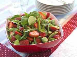 Pr�v ogs� Jordb�rsalat med sukkererter.