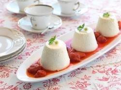Vaniljepudding med jordbærkompott oppskrift.