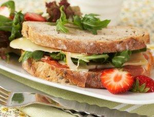 Prøv også Blings med ost og jordbær.