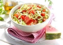 Spisskålsalat med vannmelon og pistasjenøtter oppskrift.