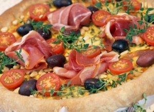 Prøv også Ostepai med soltørket tomat og oliven.