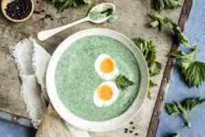 Prøv også Neslesuppe med smilende egg.