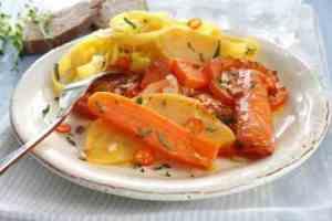 Prøv også Gulrøtter og kålrot med tomater i ovn.