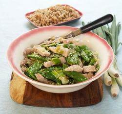 Grønn wok med sukkererter oppskrift.